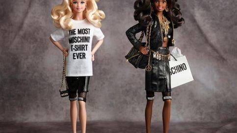 Una Barbie vestida de Moschino a la que querrás robar la ropa