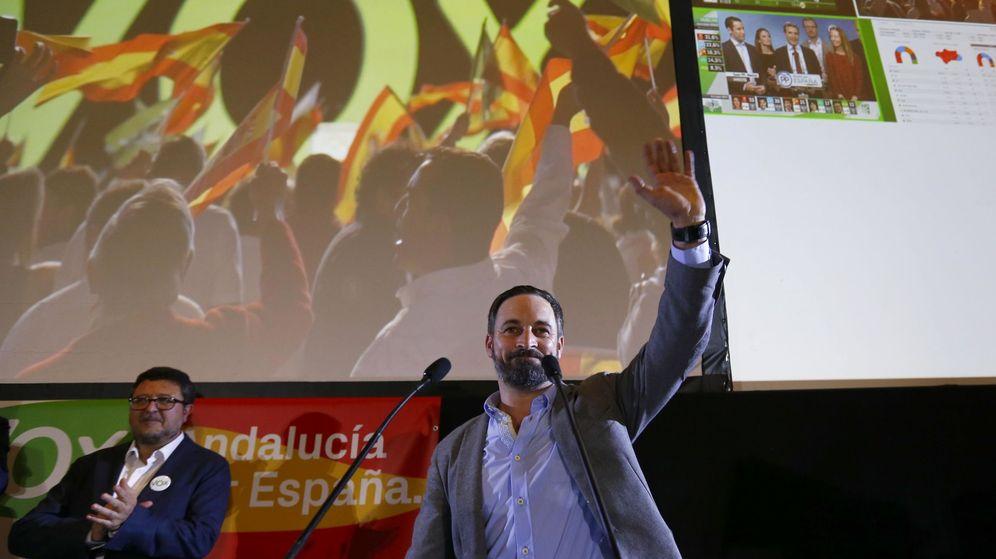 Foto: El líder de Vox, Santiago Abascal, durante la noche electoral del pasado domingo. (Reuters)