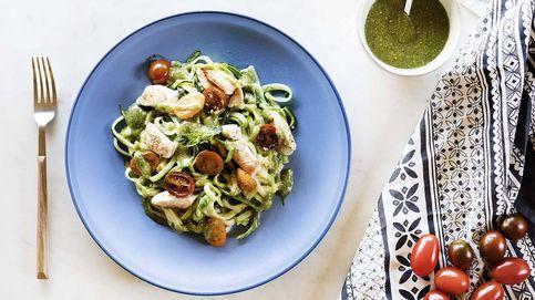 Espagueti de calabacín con pollo y pesto de anacardos, una pasta vegetal y exótica