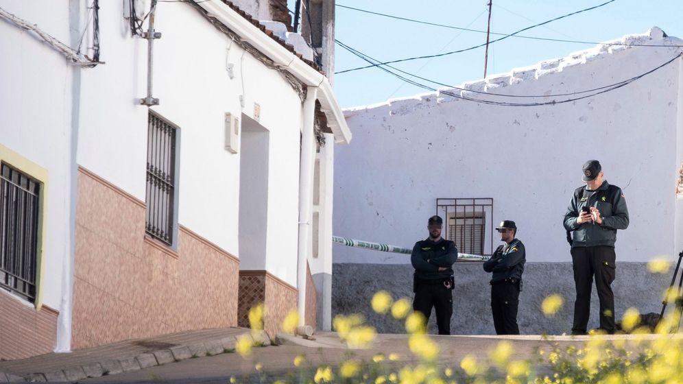 Foto: Efectivos de búsqueda en El Campillo, Huelva. (EFE)