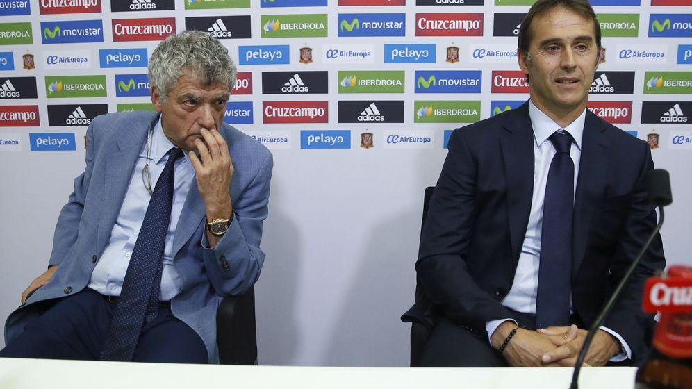 Foto: Ángel María Villar, junto a Julen Lopetegui, antes de dar comienzo su presentación como seleccionador español. (EFE)