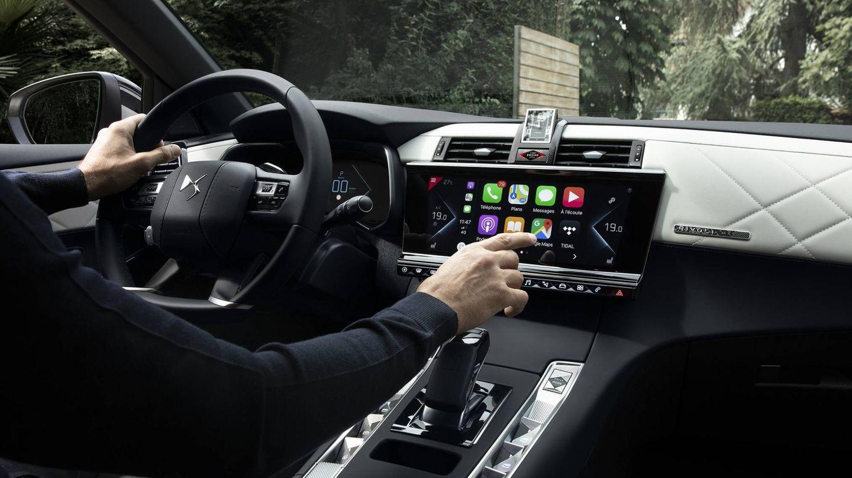 Interior del DS7 Crossback con su gran pantalla de 12 pulgadas en el centro.