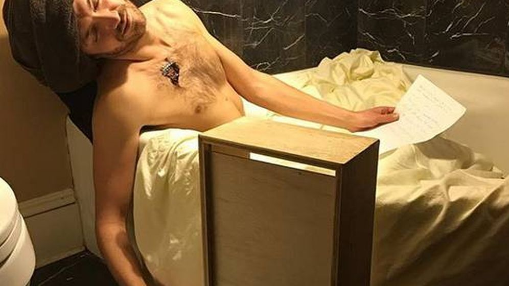 Foto: Una muerte de Marat muy moderna.