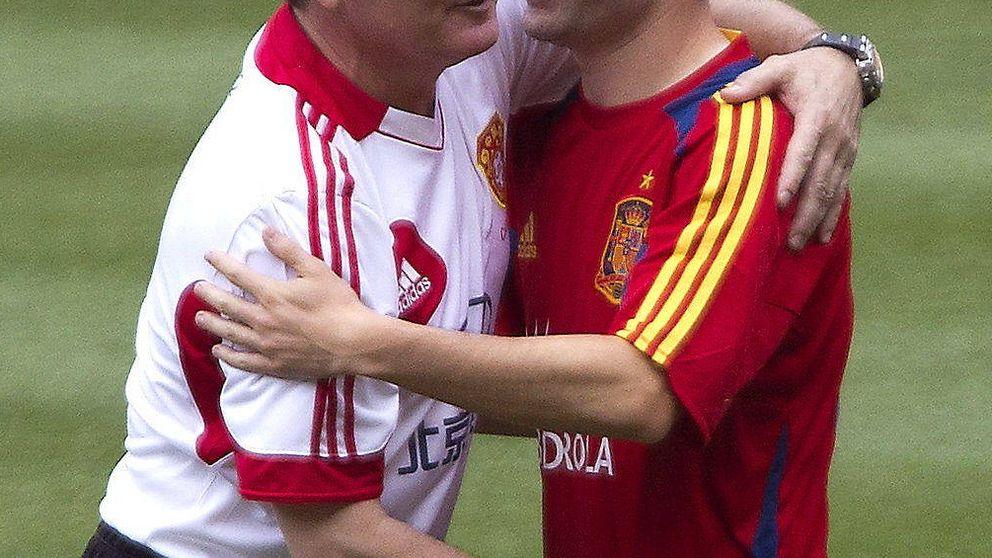 Argentina busca un técnico con contrato; España, uno en la cola del paro