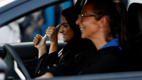 Dentro de una autoescuela para mujeres en Arabia Saudí