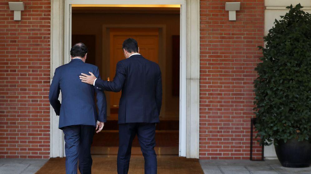 Foto: Mariano Rajoy y Pedro Sánchez, en una reunión en La Moncloa. (EFE)