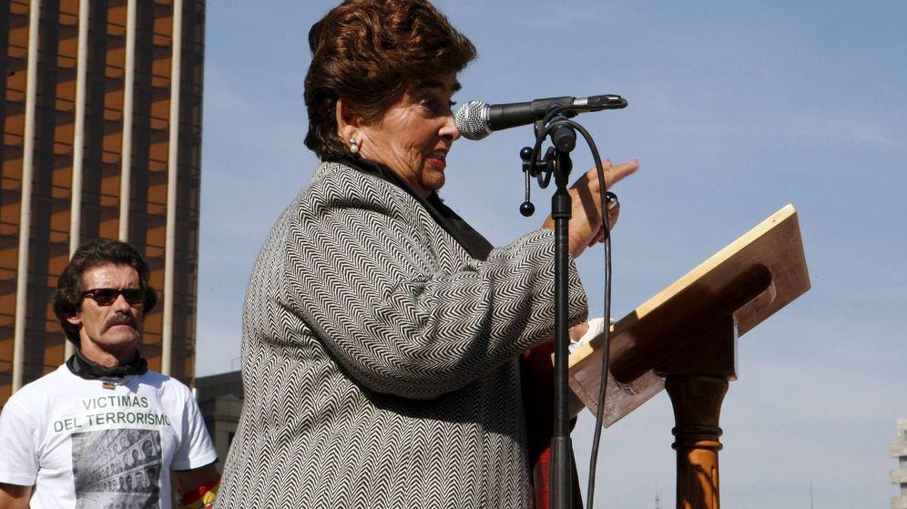 Foto: La concejala del PP en la localidad de Azkoitia Pilar Elías, en una concentración en la madrileña plaza de Colón de Voces contra el Terrorismo. (EFE)