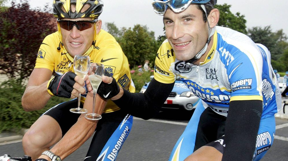 Foto: Hincapie y Armstrong, durante el último Tour de Francia que conquistó el texano (EFE)