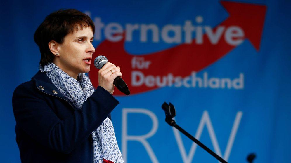 Foto: Frauke Petry, que acaba de renunciar a liderar AfD, durante un acto de campaña en Essen, North Rhine-Westphalia. (Reuters)