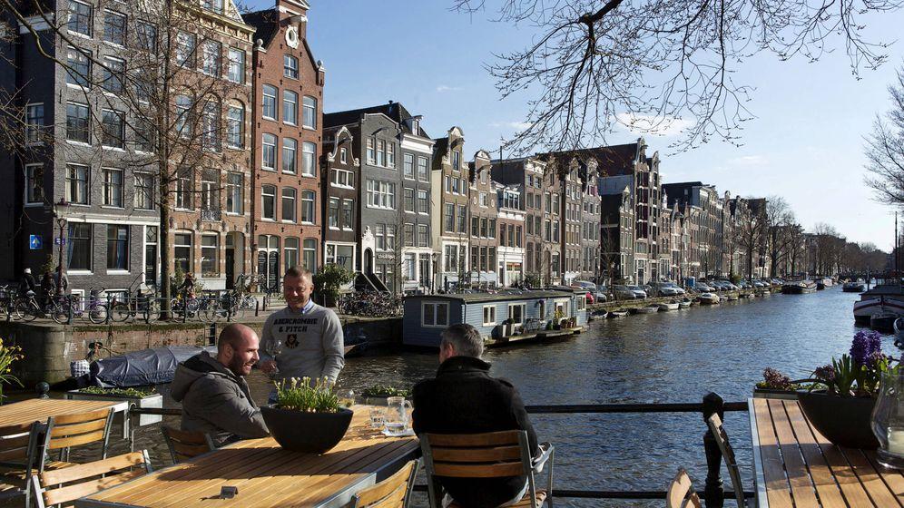 Foto: Una conversación (como siempre, muy directa) al sol de Ámsterdam. (Reuters)