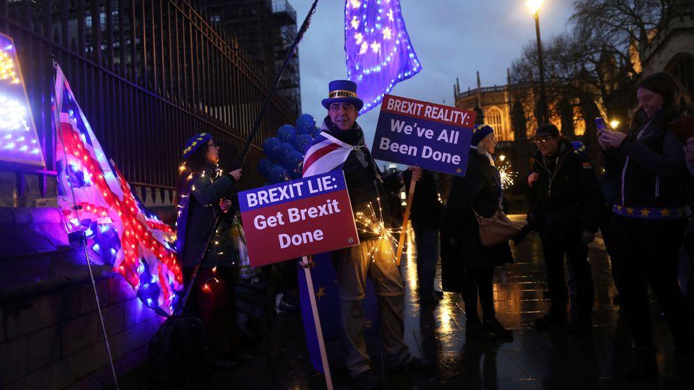 Foto: Detractores del Brexit se manifiestan a las puertas del Parlamento británico. (Reuters)