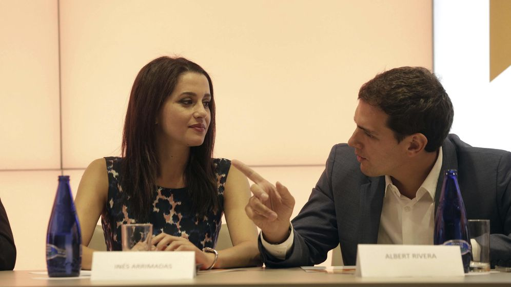 Foto: El presidente de Ciudadanos, Albert Rivera (d), junto a la candidata del partido a las elecciones catalanas, Inés Arrimadas (i) (Efe)