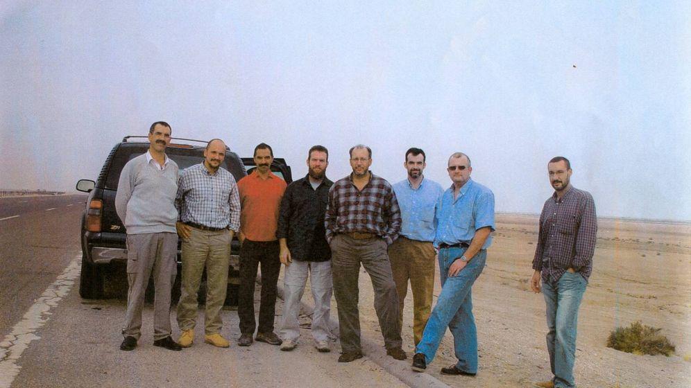 Foto: Fotografía de los ocho agentes horas antes de ser asesinados. (Cedida)