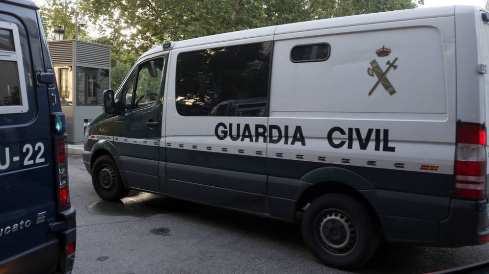 Foto: Imagen de archivo de un furgón de la Guardia Civil. (EFE)