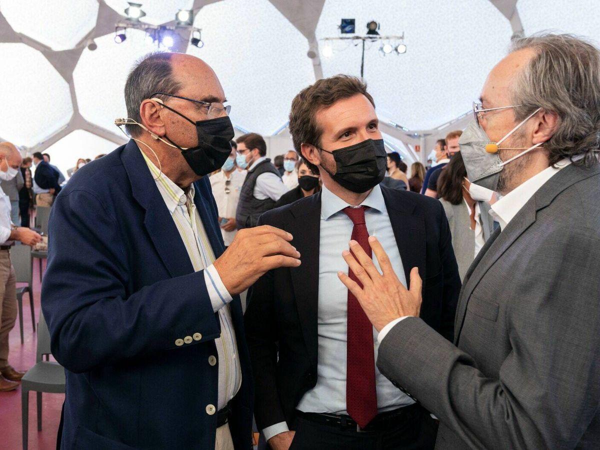 Foto: Pablo Casado junto a Alejo Vidal-Quadras y Juan Carlos Girauta. (David Mudarra)