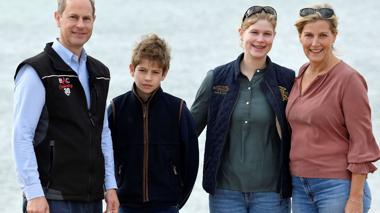Los condes de Wessex, con sus hijos. (EFE)