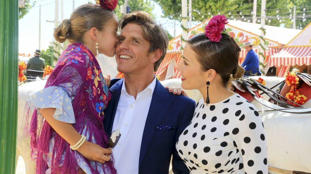 Foto: El Cordobés junto a su esposa y su hija Triana. (Gtres)