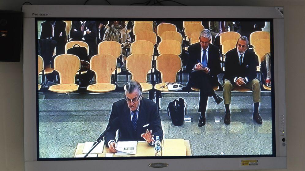 Foto: El extesorero del PP Luis Bárcenas, durante su declaración. (EFE)