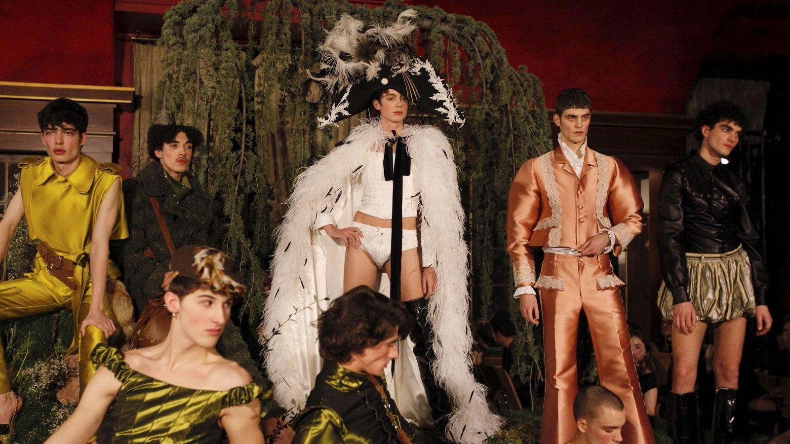 Foto: Algunos de los diseños de la colección 'The Hunting' presentada por Palomo Spain en el Teatro Real de Madrid. (Foto: EFE)