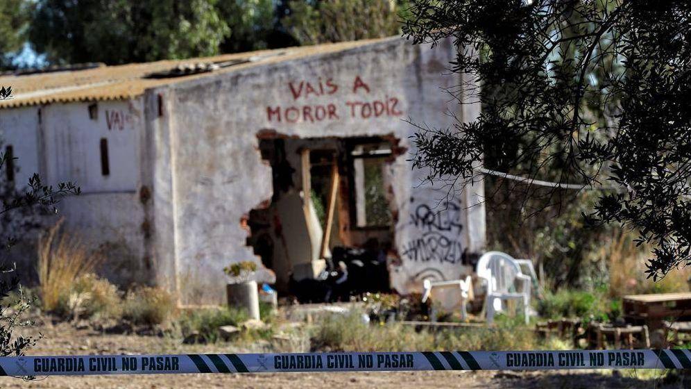 Foto: La pintada en el exterior de la casa donde residían los padres de los niños asesinados.