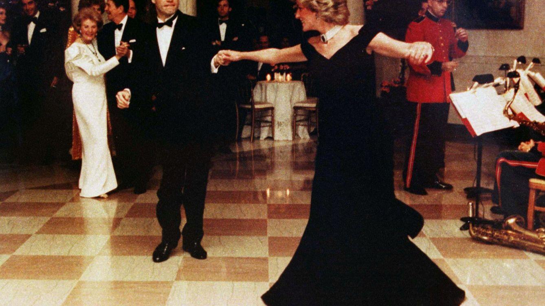 El vestido que Lady Di llevó para bailar con John Travolta se expondrá en Londres