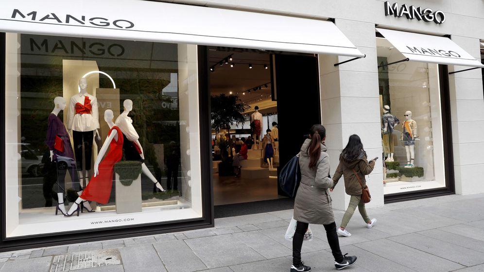 Foto: Fachada de una tienda de la firma Mango en Madrid. (EFE)