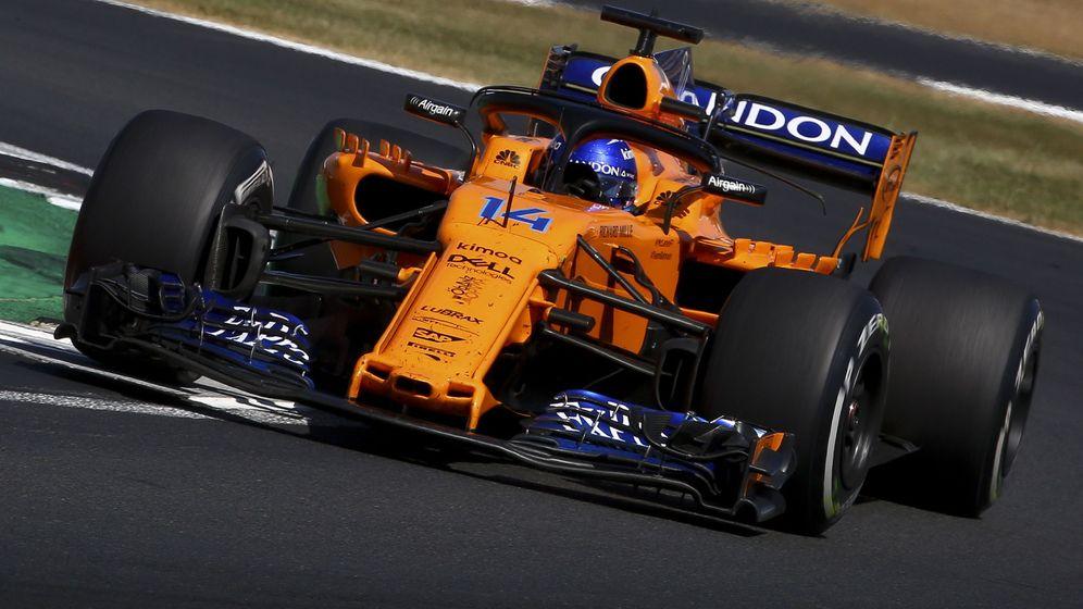 Foto: El McLaren de Fernando Alonso, durante el Gran Premio de Gran Bretaña en el circuito de Silverstone. (EFE)