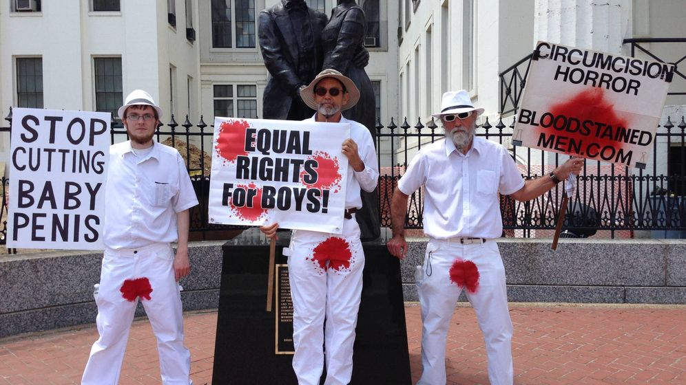 Foto: Una protesta de Hombres Manchados de Sangre. (Wikimedia Commons)