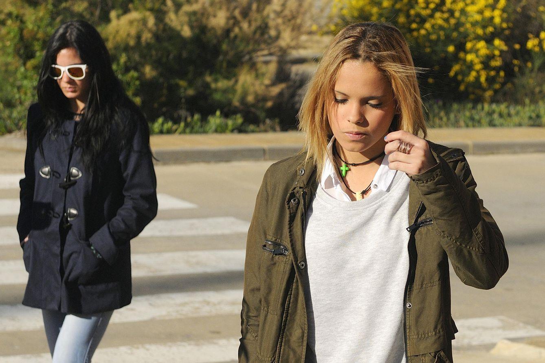 Gloria Camila y Ana María Aldón, la pareja de Ortega Cano, visitando a este en la cárcel en 2014. (Gtres)