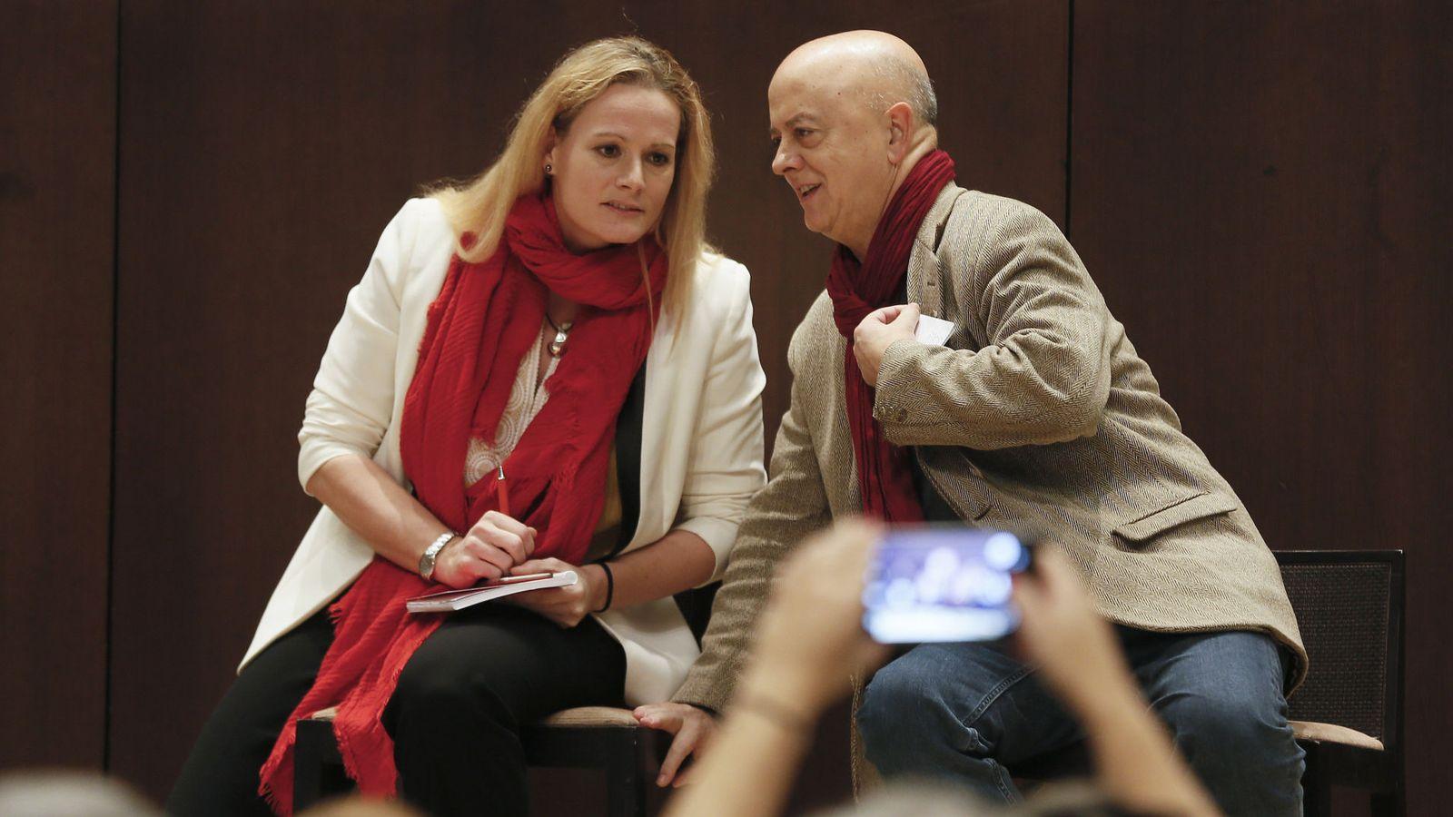 Foto: Los diputados Zaida Cantera y Odón Elorza, el pasado 15 de diciembre en la presentación de la plataforma pro primarias ya en Sevilla. (EFE)
