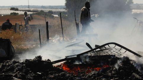 Vivir como en el tercer mundo, trabajar en el primero: así arden las chabolas de Huelva