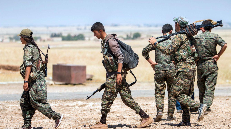 Foto: Fuerzas kurdas luchan contra el Estado Islámico cerca de la provincia de Raqqa, en Siria. (Reuters)