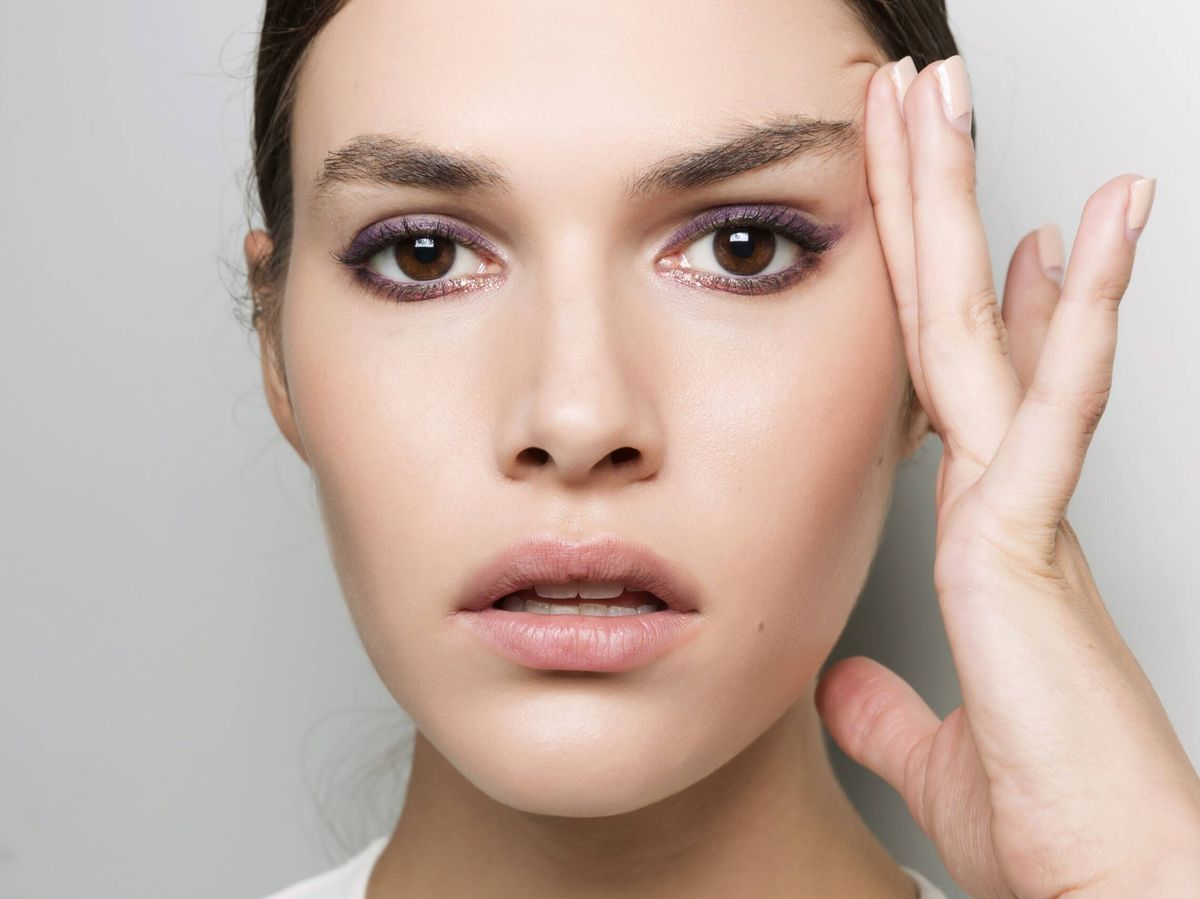 Foto: El face cupping permite drenar la piel y mejorar la firmeza. (Imaxtree)