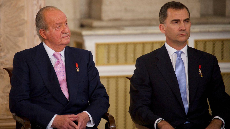 Juan Carlos y Felipe, en el acto de abdicación del rey emérito. (Limited Pictures)