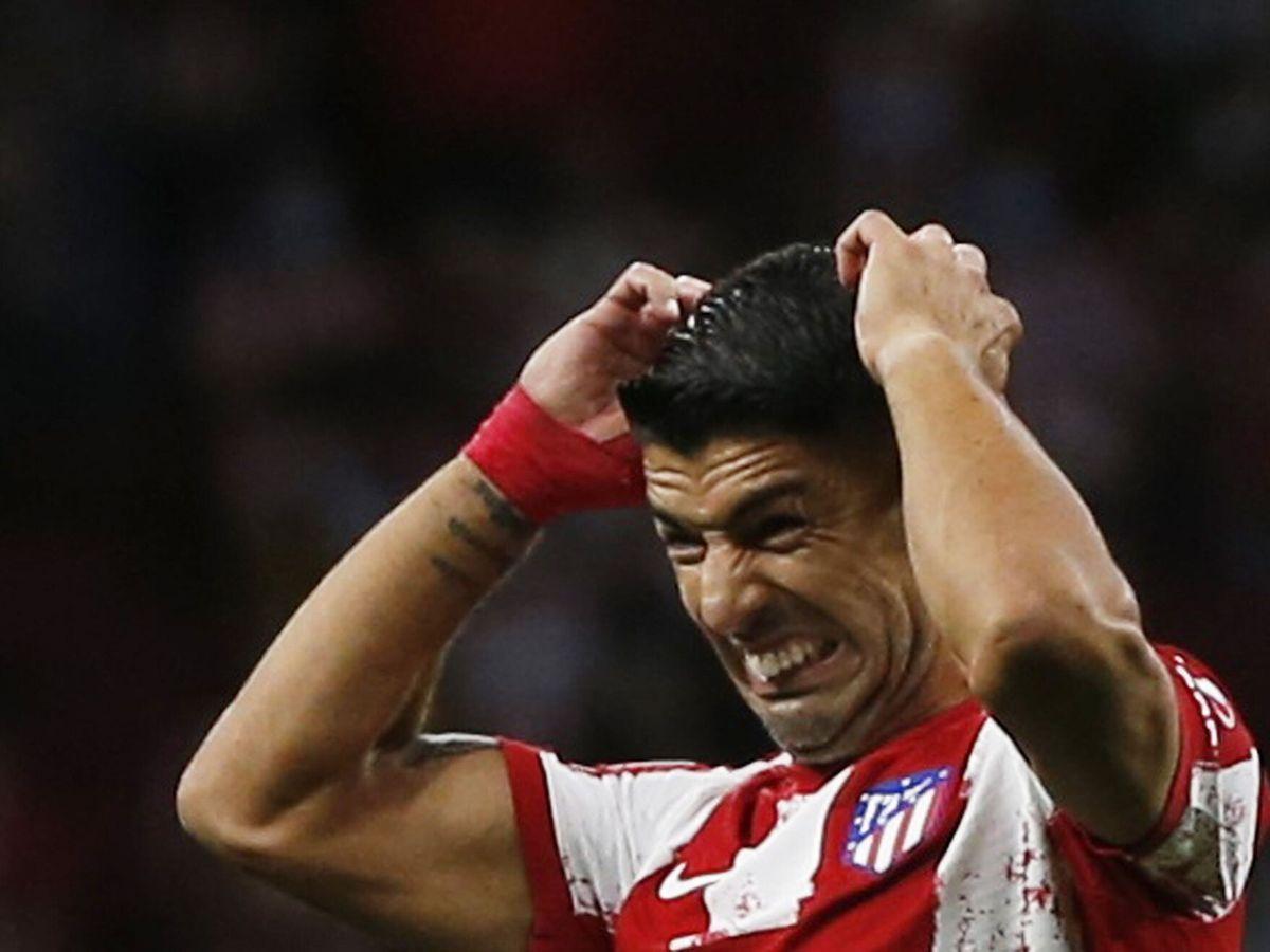 Foto: El uruguayo se lamenta tras fallar una ocasión. (Reuters)