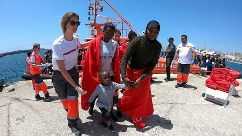 Lo que el ojo no ve con los inmigrantes: 'ejércitos de voluntarios' con ropa y comida