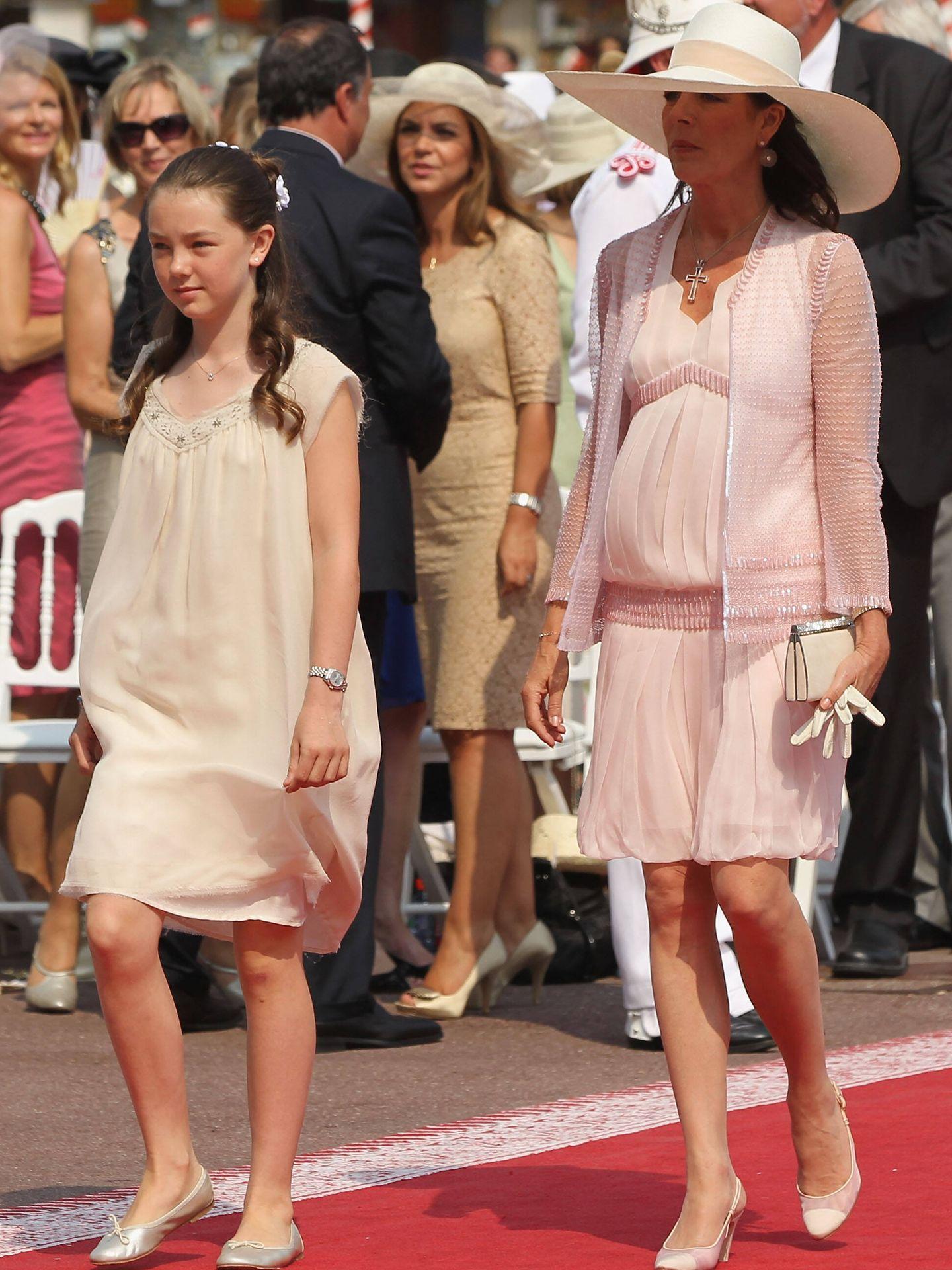 Carolina y Alexandra de Hannover, en la boda de Alberto y Charlène de Mónaco. (Getty)