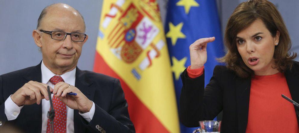 Foto: La vicepresidenta del Gobierno Soraya Sáenz de Santamaría y el ministro de Hacienda, Cristobal Montoro