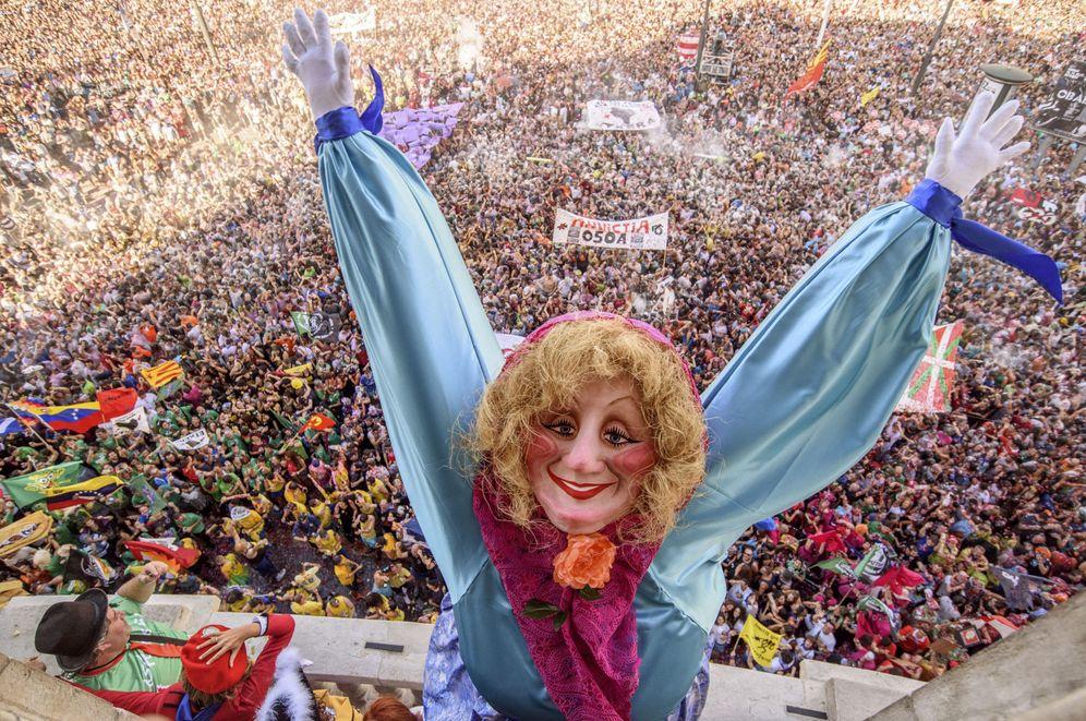 Foto: Marijaia desata la fiesta en Bilbao. (EFE)