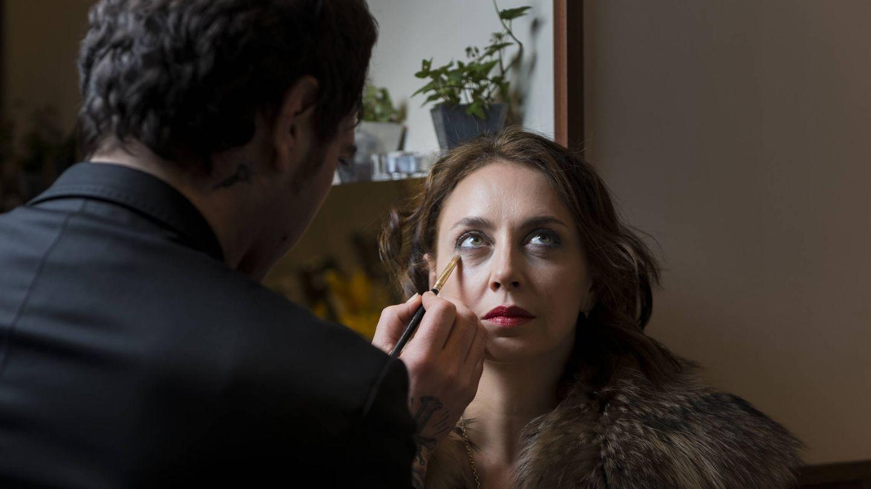 Eliza Arcaya con nuestro maquillador Paco Orellana, en un momento del 'shooting' de Vanitatis.