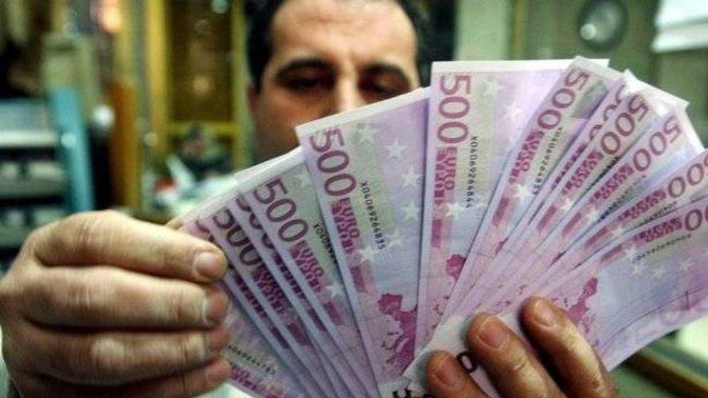 Foto: Pocas familias pueden siquiera ver este tipo de billetes. (Efe)
