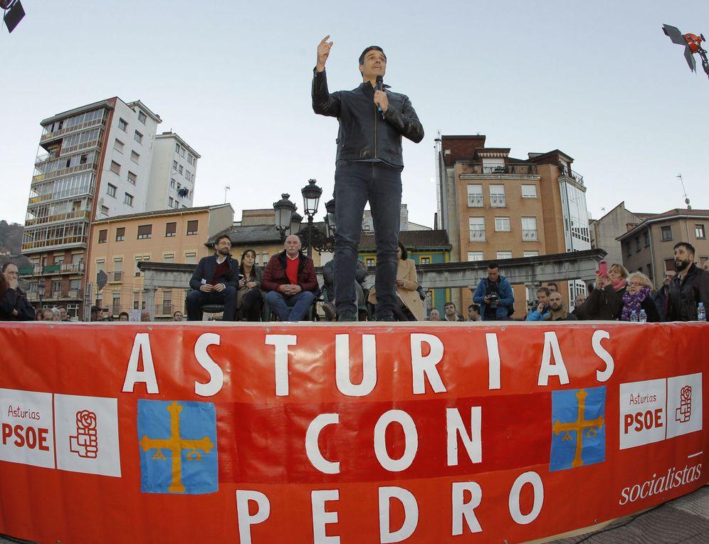 Foto: Pedro Sánchez, durante su intervención en El Entrego, en la localidad asturiana de San Martín del Rey Aurelio, este 10 de diciembre. (EFE)