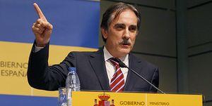 Valeriano Gómez propondrá bajar cotizaciones a cambio de subir el IVA