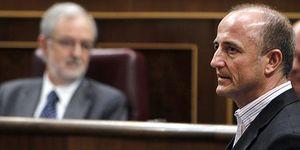 Foto: Bono se enfrenta con Sebastián por no llevar corbata en el Congreso