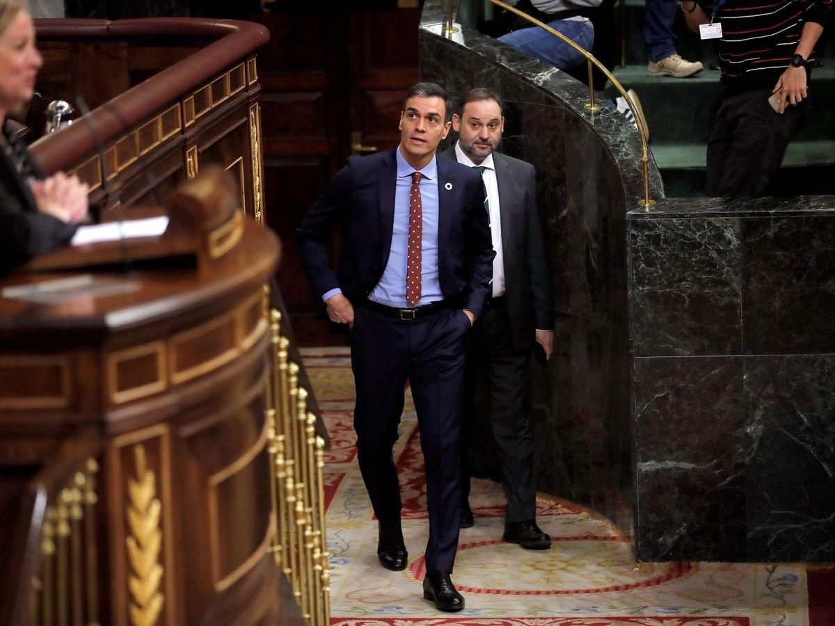 Foto: Imagen de archivo de Pedro Sánchez y José Luis Ábalos en el Congreso. (EFE)