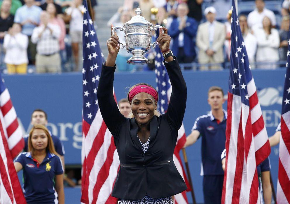 Foto: Serena posa exultante con el trofeo que le acredita como campeona del US Open.