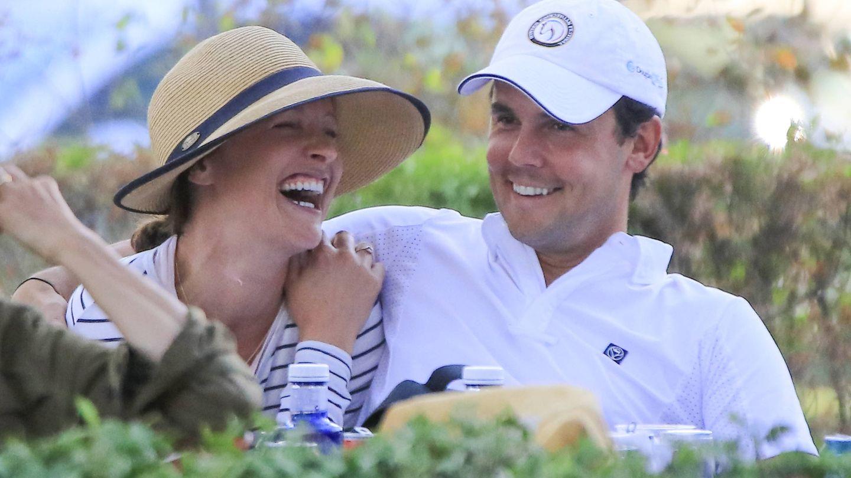 Sergio Álvarez confirma su relación con Nina Ulenberg en la hípica. (Gtres)