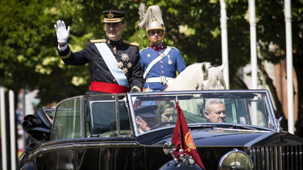 Foto: José María Corona, abajo a la derecha, en el día de la proclamación de Felipe VI. (Reuters)
