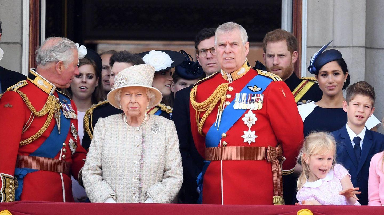 Jack Brooksbank, tras el príncipe Andrés en el Trooping the Colour. (Cordon Press)