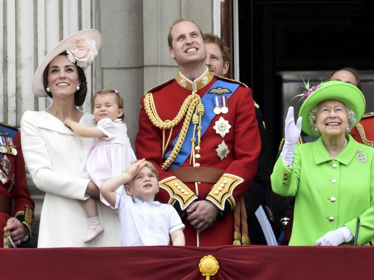 Foto: Los Cambridge y el príncipe Carlos, en una imagen de archivo. (Reuters)